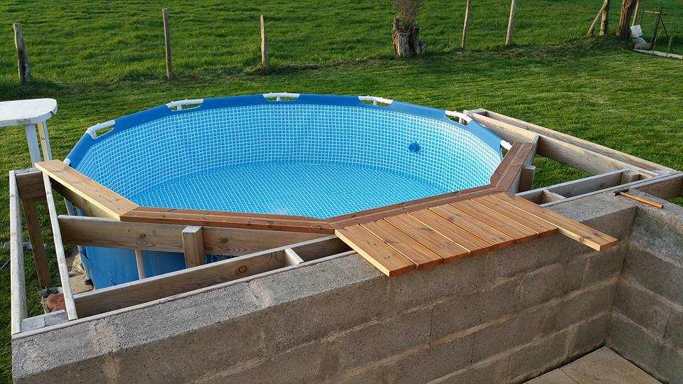 Pose terrasse en bois piscine zodiac for Piscine demontable bois