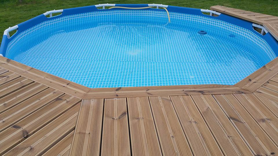 Ma mini piscine avec mini terrasse for Piscine intex tubulaire en solde